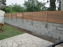 Peut-on mettre une palissade au dessus d'un mur