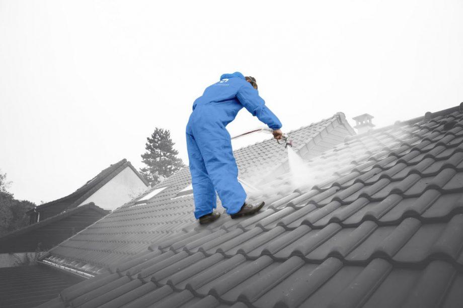 La pose d'un hydrofuge toiture : un travail de professionnel